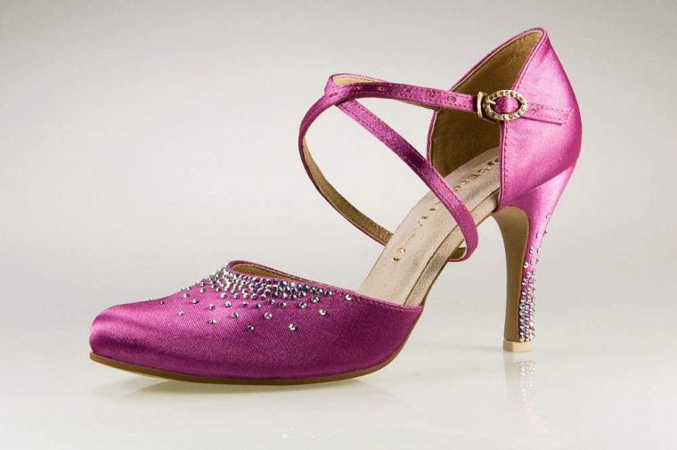 c90d7c394b508 Jak przełamać nudę w butach ślubnych?. Poradniki weselne ...